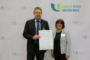 Unterzeichnung der Charta Familie in der Hochschule am 1.Oktober 2019 und Beitritt der HSU / UniBw H zum Verein Familie in der Hochschule e.V.