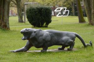 Statue auf dem HSU Campus