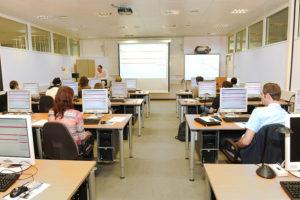 E-Lernen: Elektronisch unterstütztes Lernen.
