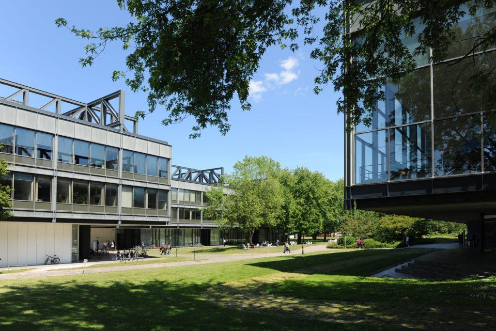 Hauptgebäude HSU