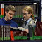 Studierende in der Bibliothek. (Foto: Reinhard Scheiblich)