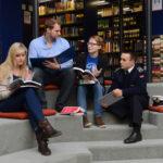 Studierende in der Bibliothek (Foto: Reinhard Scheiblich)