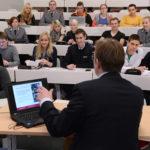 Studierende im Hörsaal (Foto: Reinhard Scheiblich)