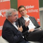 Jean Asselborn (links) diskutiert mit Christoph Schult vom SPIEGEL über Europa. (Foto: Reinhard Scheiblich)