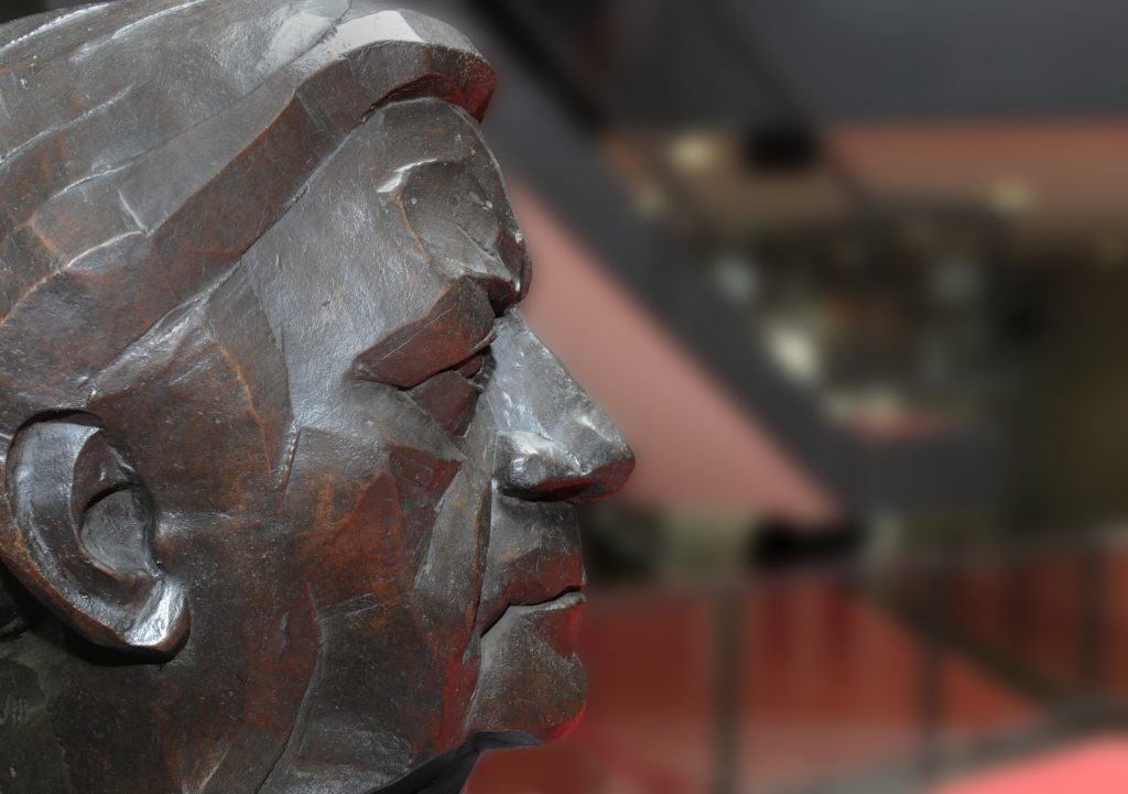 Helmut Schmidt. Bronze by Manfred Sihle-Wissel. (Photo: Reinhard Scheiblich)