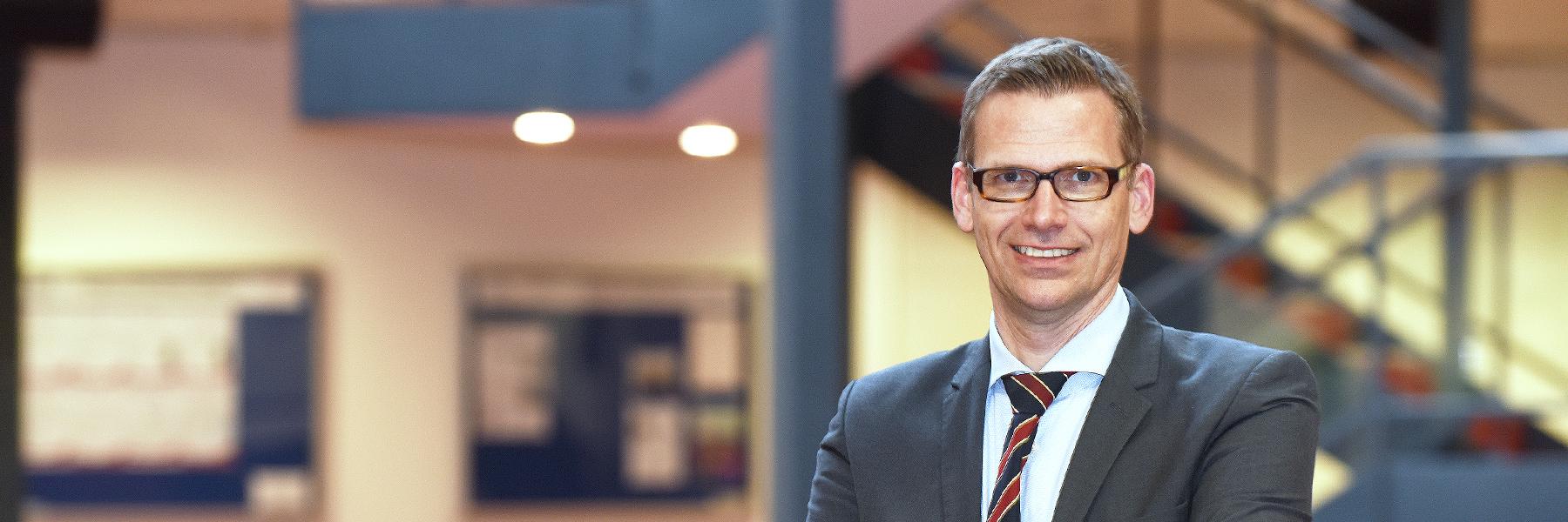Univ.-Prof. Dr. Stefan Traub, Professur für Volkswirtschaftslehre, insb. Behavioral Economics (Foto: Reinhard Scheiblich)