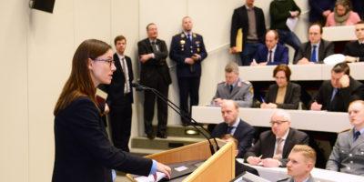 Staatssekretärin Dr. Katrin Suder während ihres Vortrags (Foto: Ulrike Schröder)