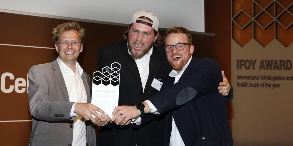 Große Freude bei Dr. Stephan Ulrich, Laurence Peters und Christopher Klitsch von der Wegard GmbH über den IFOY Award 2018 (Foto: IFOY)