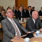 Links im Bild: Prof. Dr. Klaus Beckmann, Präsident der Helmut-Schmidt-Universität