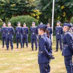 Luftwaffensoldaten stehen in Formation