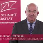 Universitätspräsident Prof. Dr. Klaus Beckmann beantwortet Fragen der Studierenden