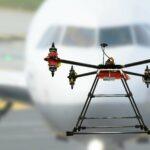 Drohne vor Passagierflugzeug