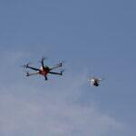 Zwei Drohnen
